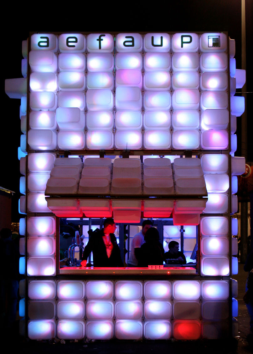 Temporary bar by Diogo Aguiar and teresa Otto, AEFAUP Portugal