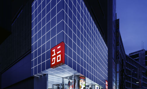 Japanese queue up at the check-out – online