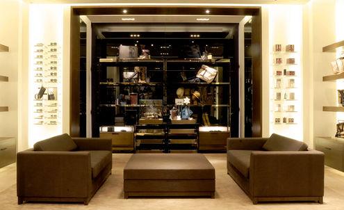 Mainland China's luxury consumers shop locally
