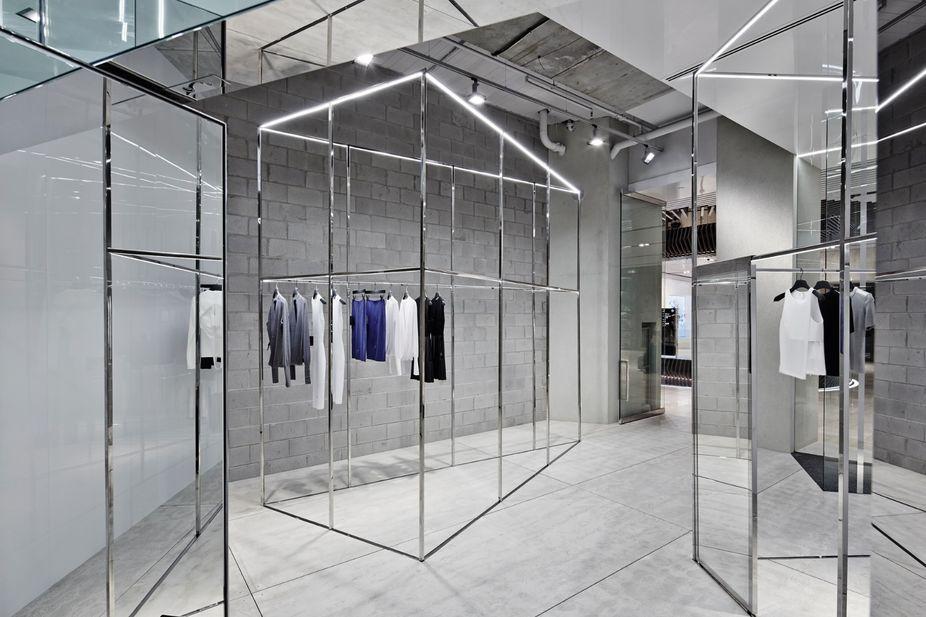 Lsn News Mirrored Maze Minimalist Interior Is Luxury