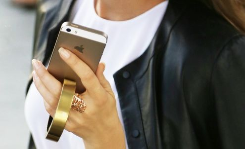 New unisex bracelet doubles as wearable phone charger