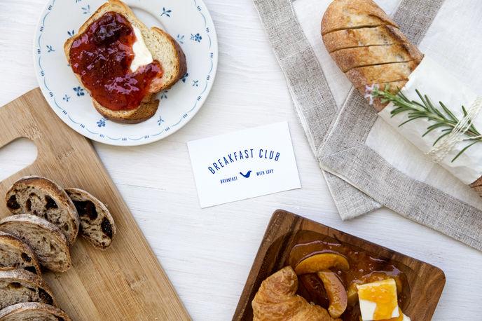 Breakfast Club' by Anagrama