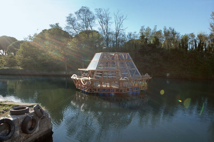The Jellyfish Barge by Studio Mobile