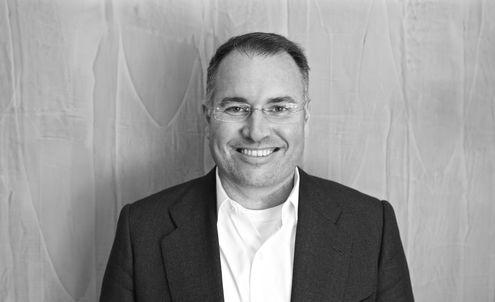 Carlos Menendez: Digital wallets with social sharing