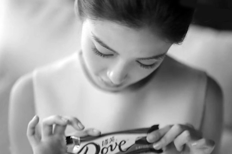 still from Dove chocolate campaign by BBDO Beijing