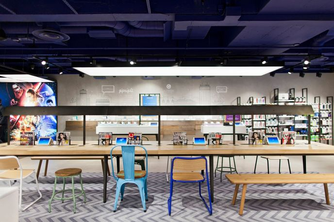 02 store by Dalziel & Pow, Manchester