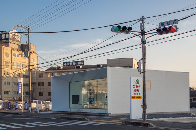 Pharmacy by KTX archiLAB, Japan