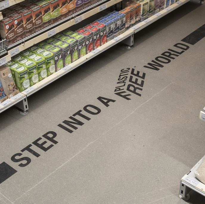 Ekoplaza Lab Plastic Free Aisle, Amsterdam. Designed by Made Thought and A Plastic Planet