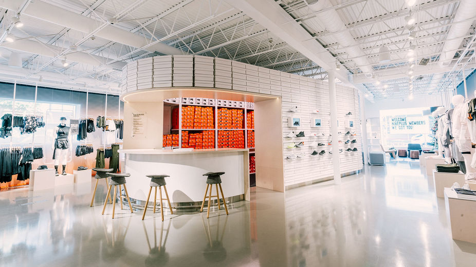 5c47f5c36 LSN : News : Nike uses live data to stock its new store
