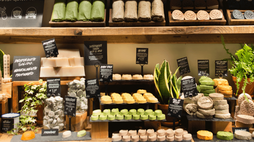 Lush opens a plastic-free cosmetics store