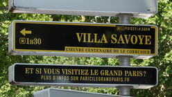 These signs encourage tourists to discover Paris' suburbs