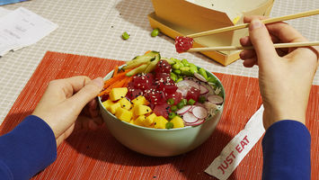 Just Eat experiments with seaweed-based packaging
