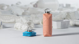 A folding bottle for sustainable sipping